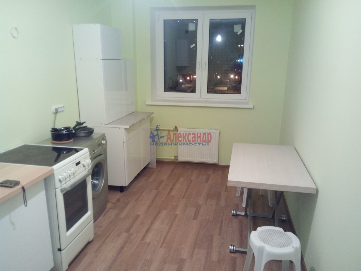 1-комнатная квартира (35м2) в аренду по адресу Луначарского пр., 100— фото 3 из 7