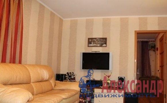 2-комнатная квартира (58м2) в аренду по адресу Бутлерова ул., 9— фото 1 из 4