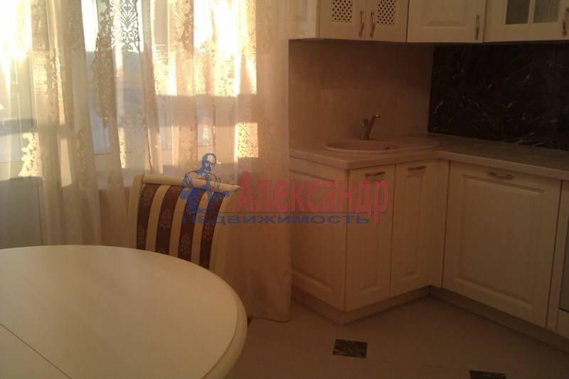 2-комнатная квартира (80м2) в аренду по адресу Петрозаводская ул., 13— фото 2 из 10