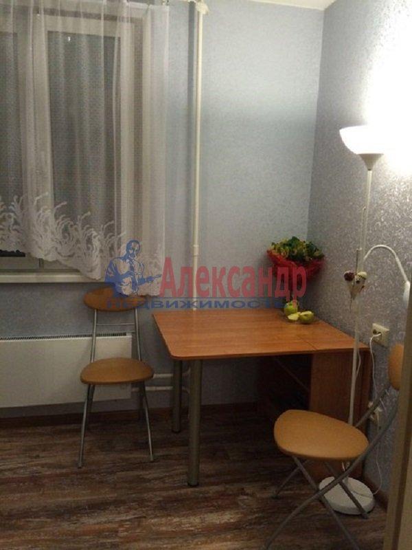 1-комнатная квартира (39м2) в аренду по адресу Малая Бухарестская ул., 11— фото 2 из 3