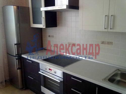 1-комнатная квартира (38м2) в аренду по адресу Кондратьевский пр., 70— фото 1 из 3