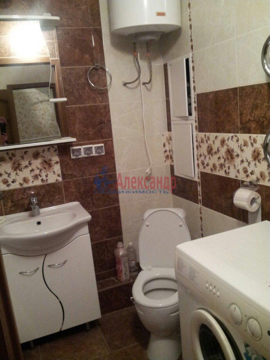 2-комнатная квартира (46м2) в аренду по адресу Шелгунова ул., 7— фото 9 из 16