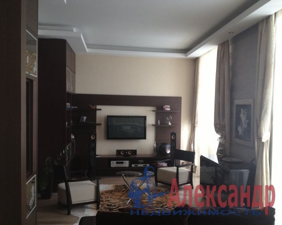 3-комнатная квартира (90м2) в аренду по адресу Кораблестроителей ул., 32— фото 1 из 3