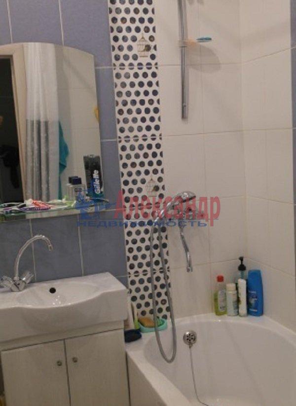 2-комнатная квартира (100м2) в аренду по адресу Гангутская ул., 6— фото 2 из 5