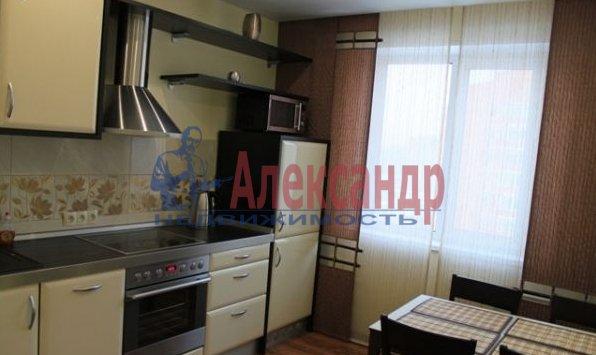 1-комнатная квартира (40м2) в аренду по адресу Карпинского ул., 33— фото 2 из 4