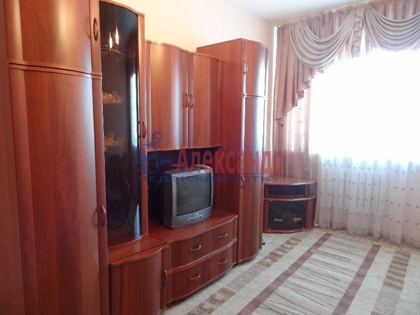 1-комнатная квартира (38м2) в аренду по адресу Московский просп., 220— фото 1 из 4