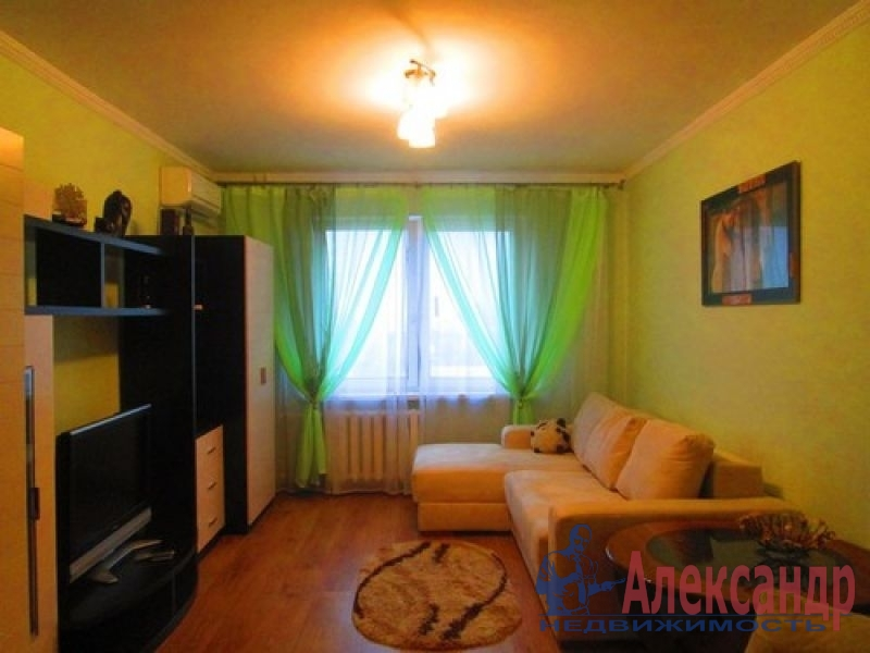 1-комнатная квартира (36м2) в аренду по адресу Коломяжский пр., 15— фото 1 из 2