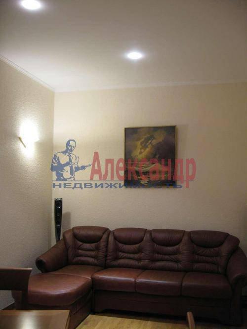 3-комнатная квартира (85м2) в аренду по адресу Типанова ул., 8— фото 2 из 10