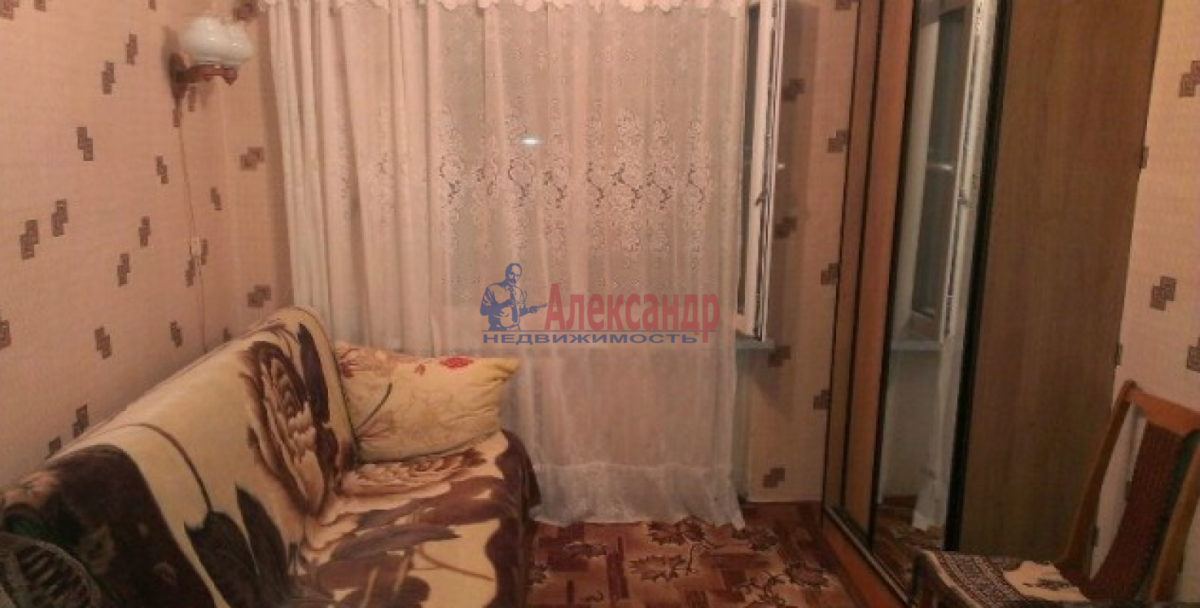 Комната в 3-комнатной квартире (54м2) в аренду по адресу Лени Голикова ул., 106— фото 1 из 2
