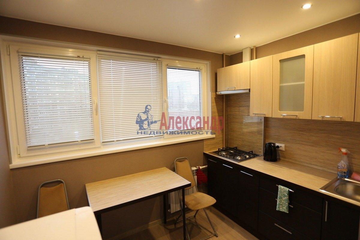 1-комнатная квартира (32м2) в аренду по адресу Композиторов ул., 29— фото 1 из 6