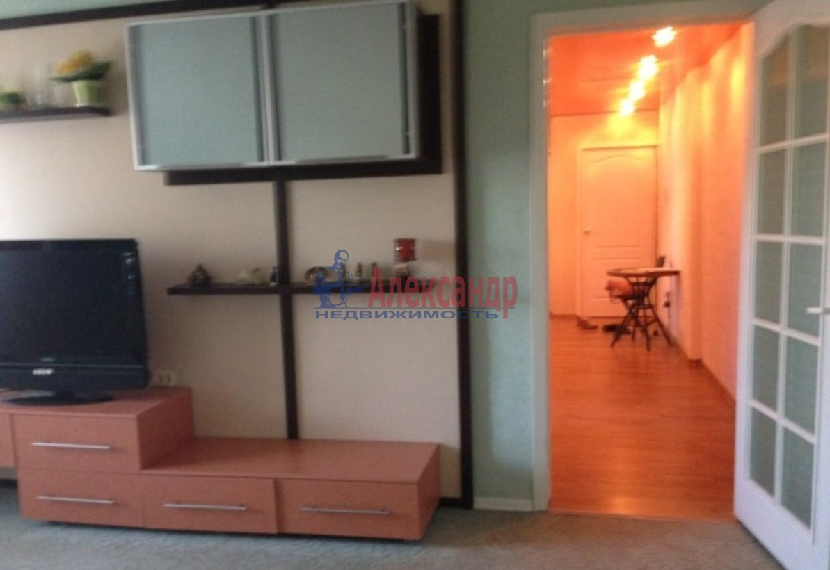2-комнатная квартира (62м2) в аренду по адресу Авиаконструкторов пр., 23— фото 2 из 4
