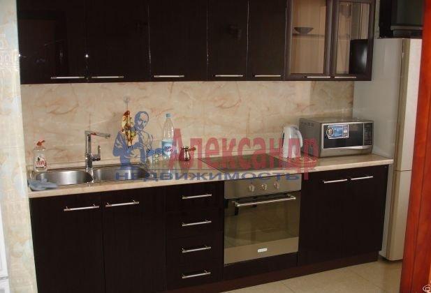 2-комнатная квартира (61м2) в аренду по адресу Кустодиева ул., 19— фото 3 из 6