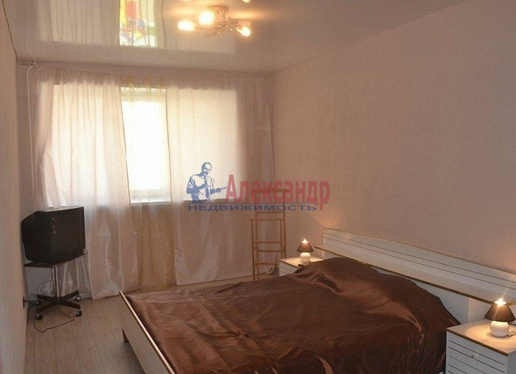 2-комнатная квартира (59м2) в аренду по адресу Мурино пос., Привокзальная пл., 5— фото 2 из 4
