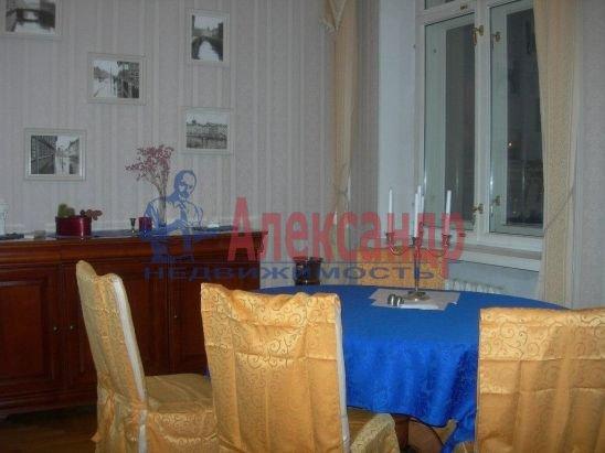 2-комнатная квартира (70м2) в аренду по адресу Английская наб., 30— фото 2 из 10