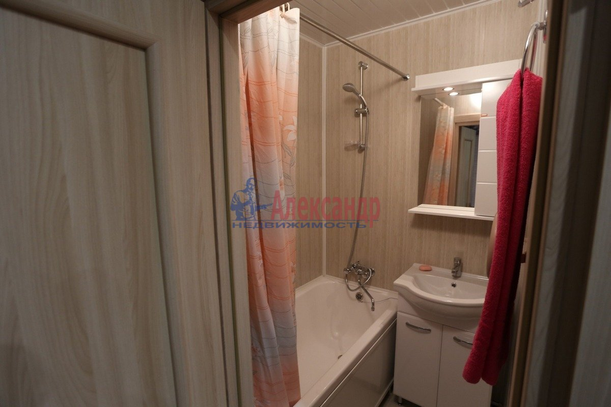 1-комнатная квартира (32м2) в аренду по адресу Композиторов ул., 29— фото 5 из 6