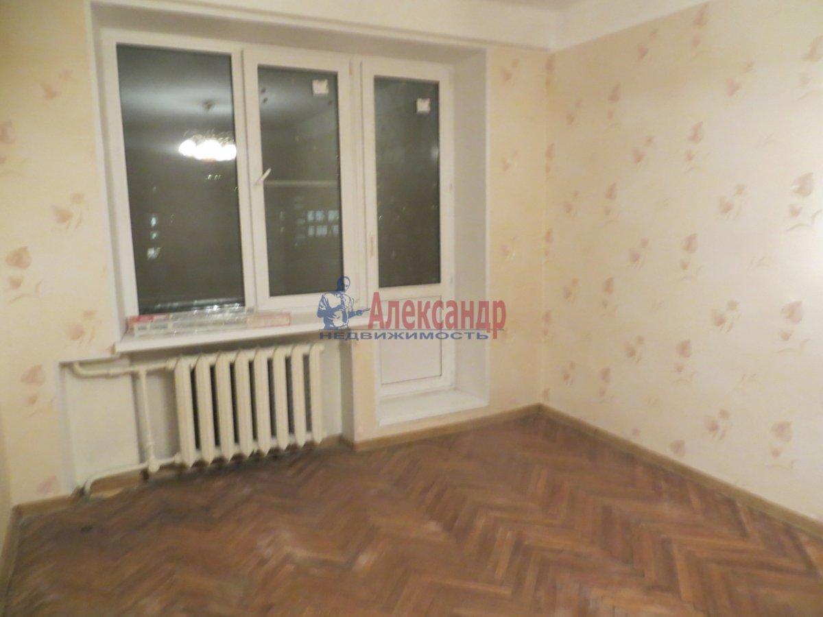 1-комнатная квартира (38м2) в аренду по адресу Омская ул., 24— фото 2 из 7