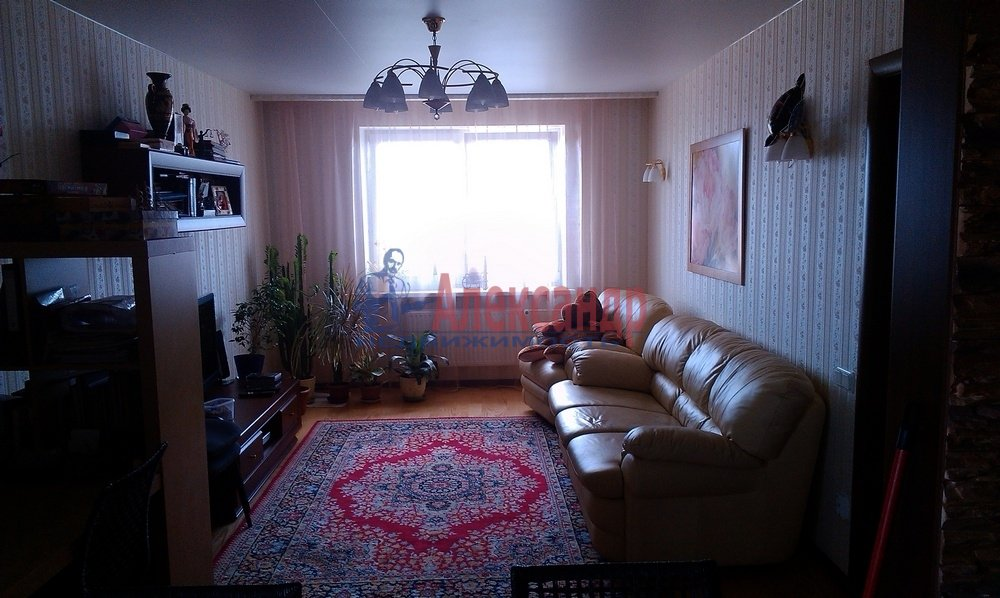 2-комнатная квартира (64м2) в аренду по адресу Рихарда Зорге ул.— фото 1 из 10
