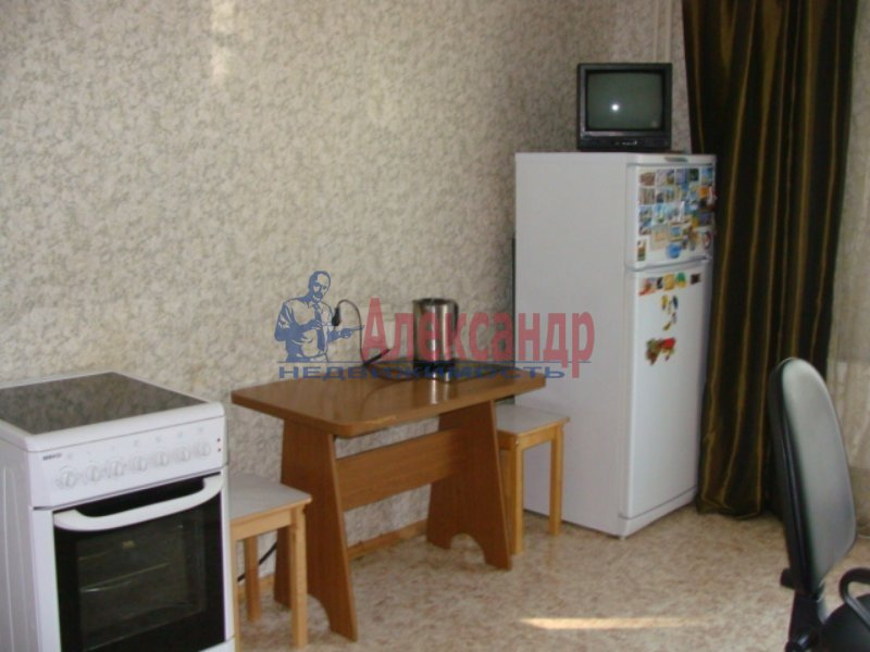 1-комнатная квартира (35м2) в аренду по адресу Орбели ул., 17— фото 2 из 2