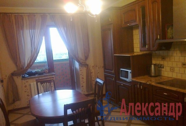 2-комнатная квартира (65м2) в аренду по адресу Бутлерова ул., 20— фото 1 из 3