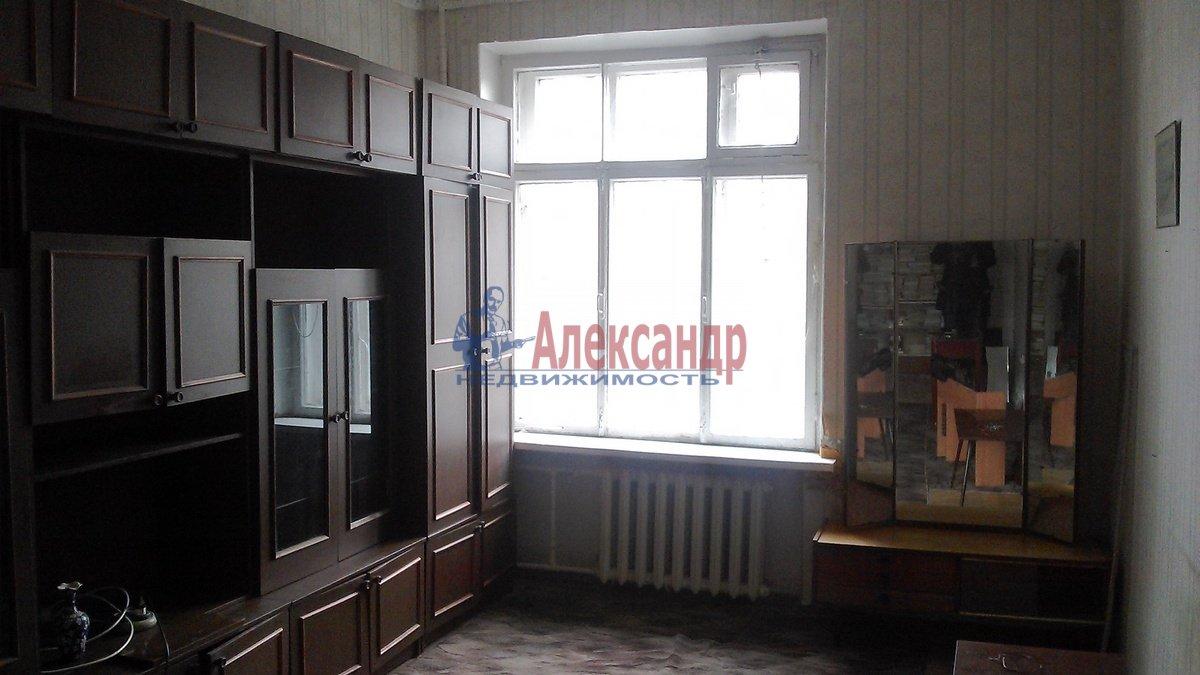 3-комнатная квартира (70м2) в аренду по адресу Очаковская ул., 3— фото 1 из 7