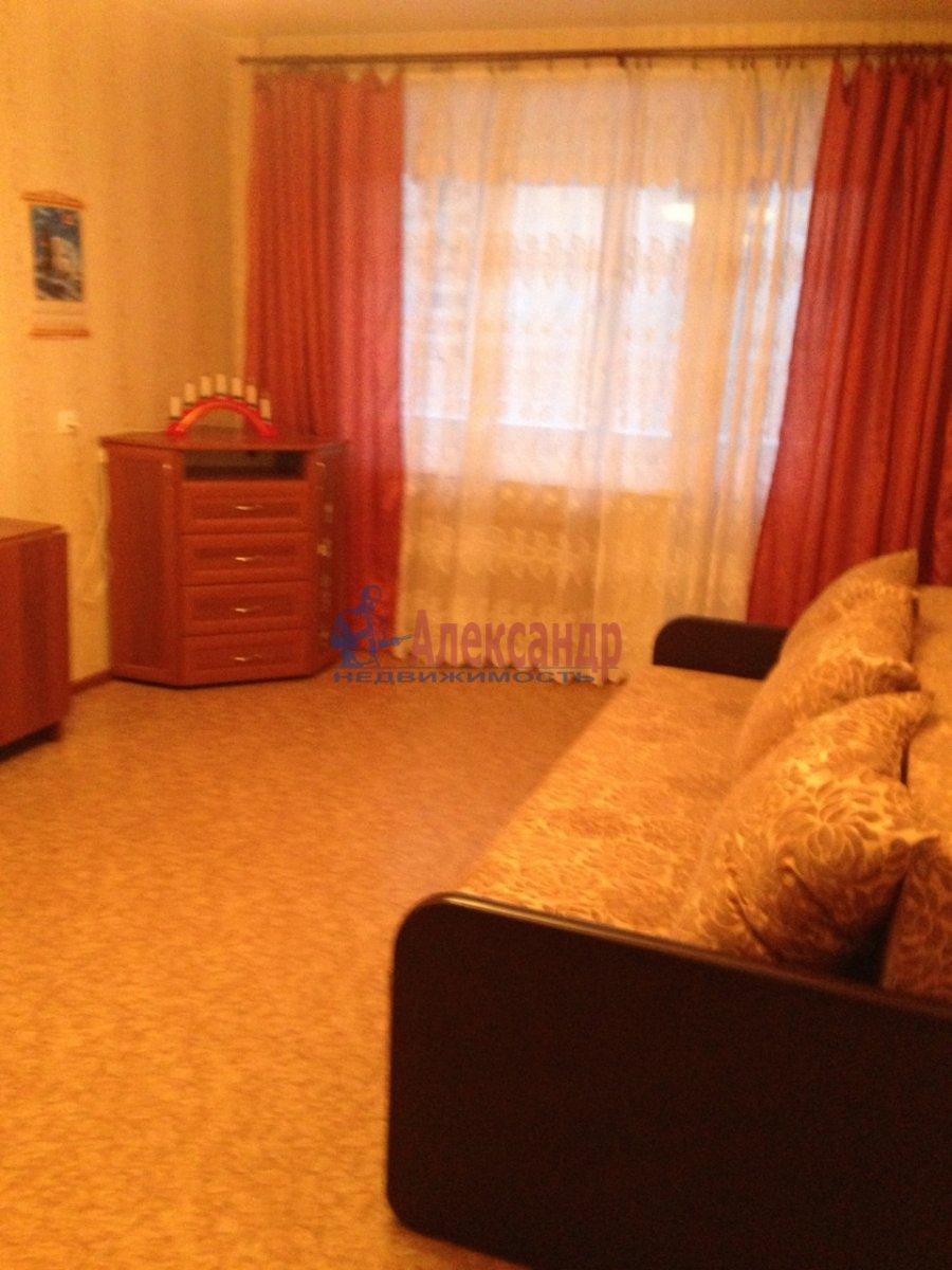 2-комнатная квартира (52м2) в аренду по адресу Кораблестроителей ул., 44— фото 2 из 4