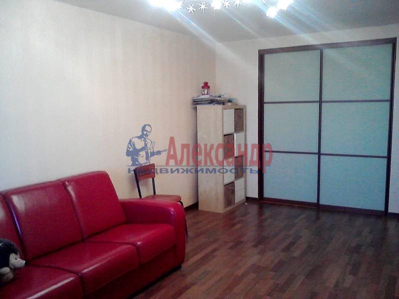 2-комнатная квартира (67м2) в аренду по адресу Искровский пр., 32— фото 2 из 5