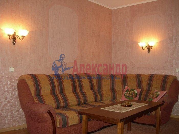 2-комнатная квартира (75м2) в аренду по адресу Рубинштейна ул., 3— фото 5 из 7
