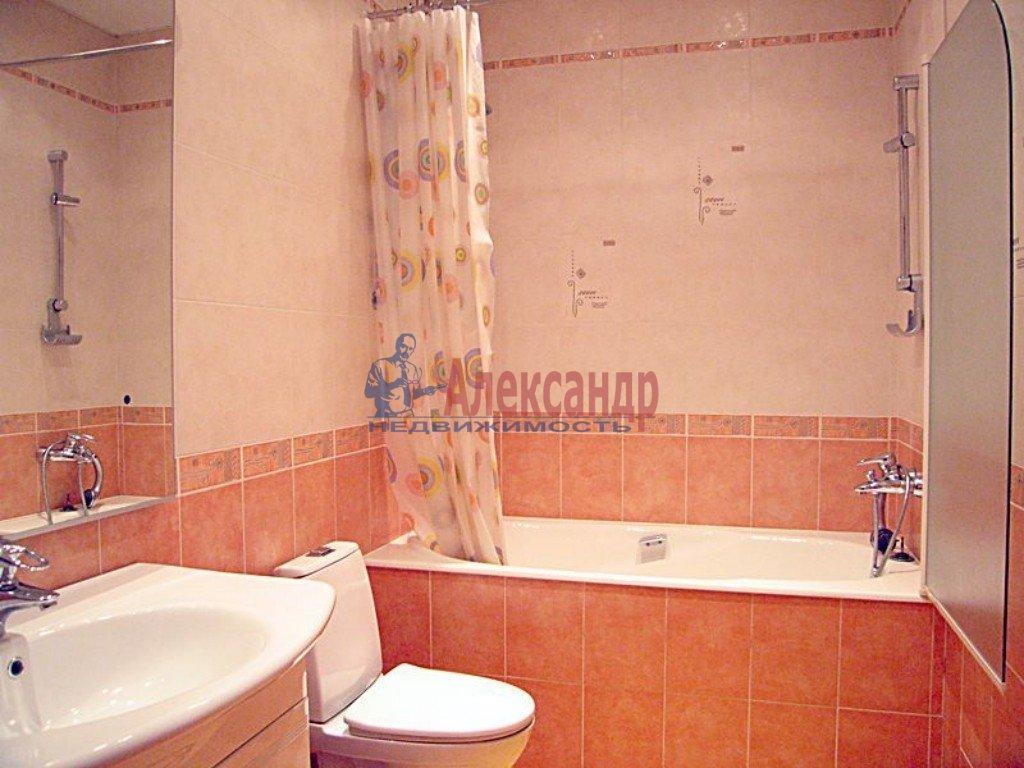 3-комнатная квартира (90м2) в аренду по адресу Композиторов ул., 18— фото 2 из 2