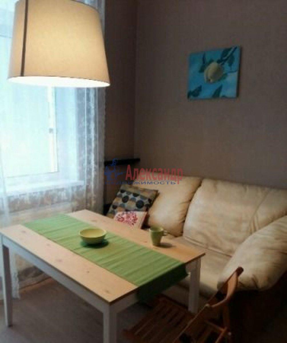1-комнатная квартира (40м2) в аренду по адресу Обуховской Обороны пр., 195— фото 2 из 6
