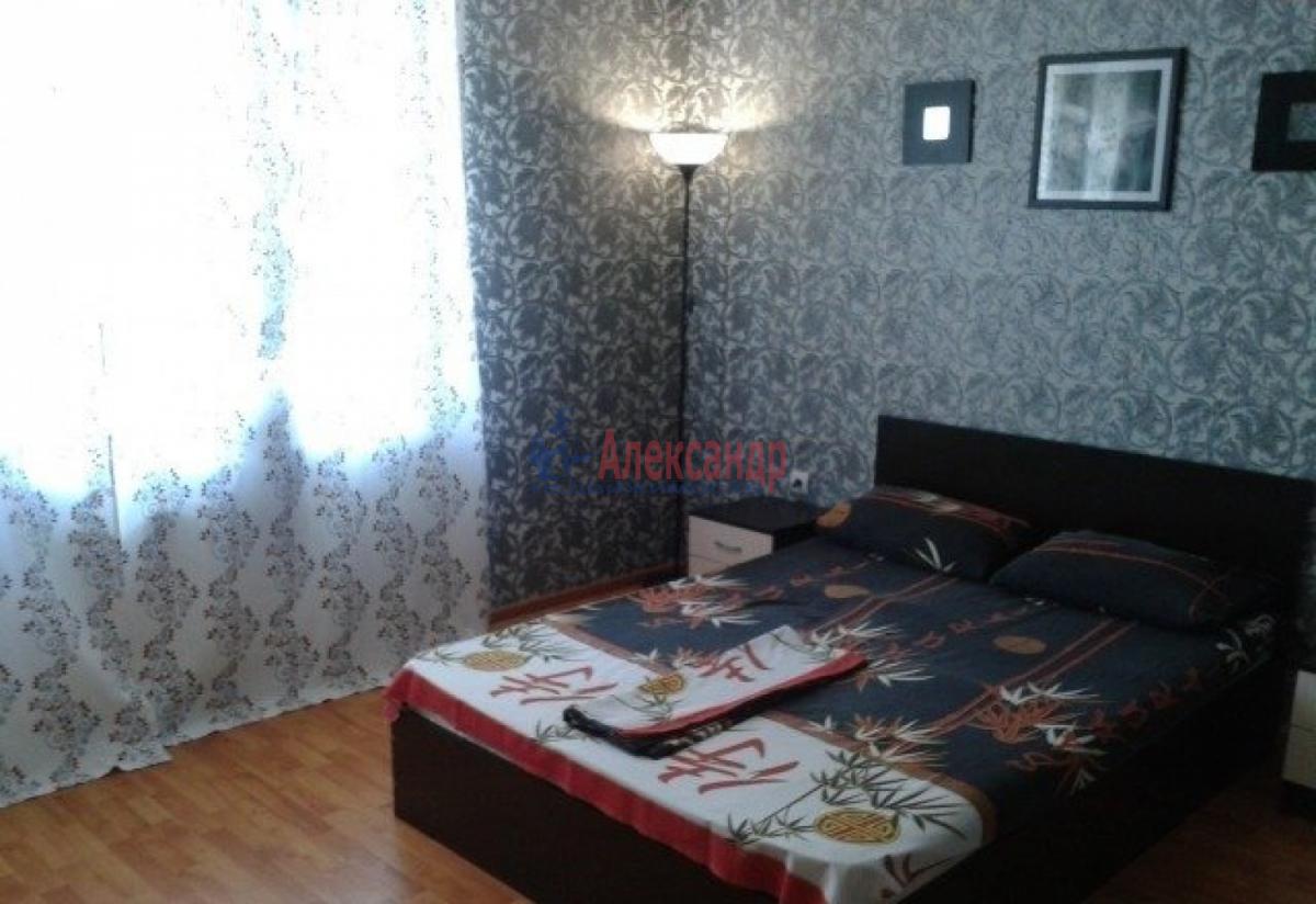 1-комнатная квартира (36м2) в аренду по адресу Большевиков пр., 5/6— фото 1 из 5