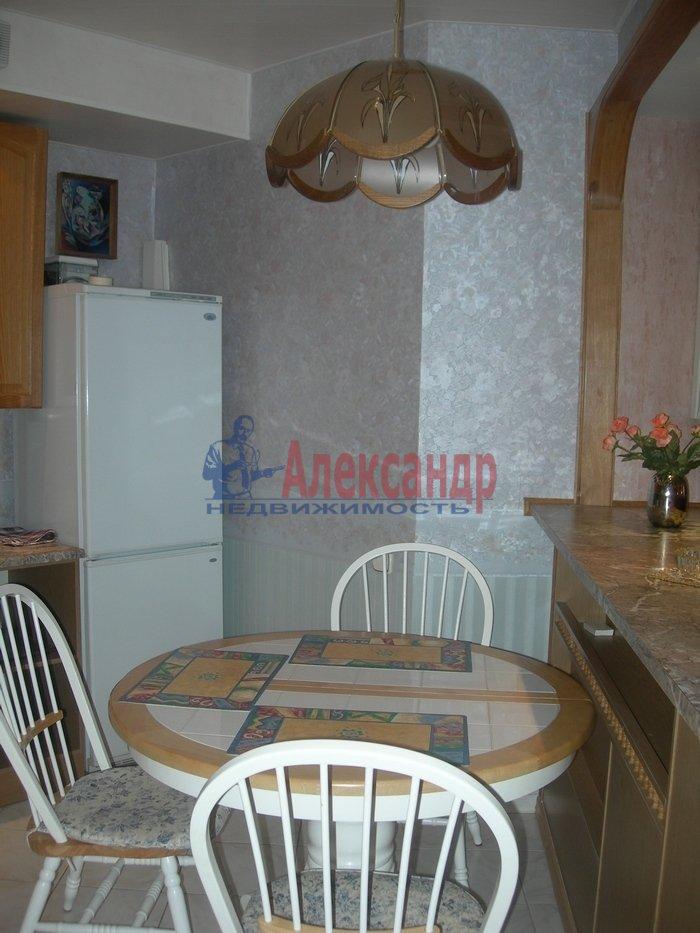 2-комнатная квартира (75м2) в аренду по адресу Рубинштейна ул., 3— фото 3 из 7
