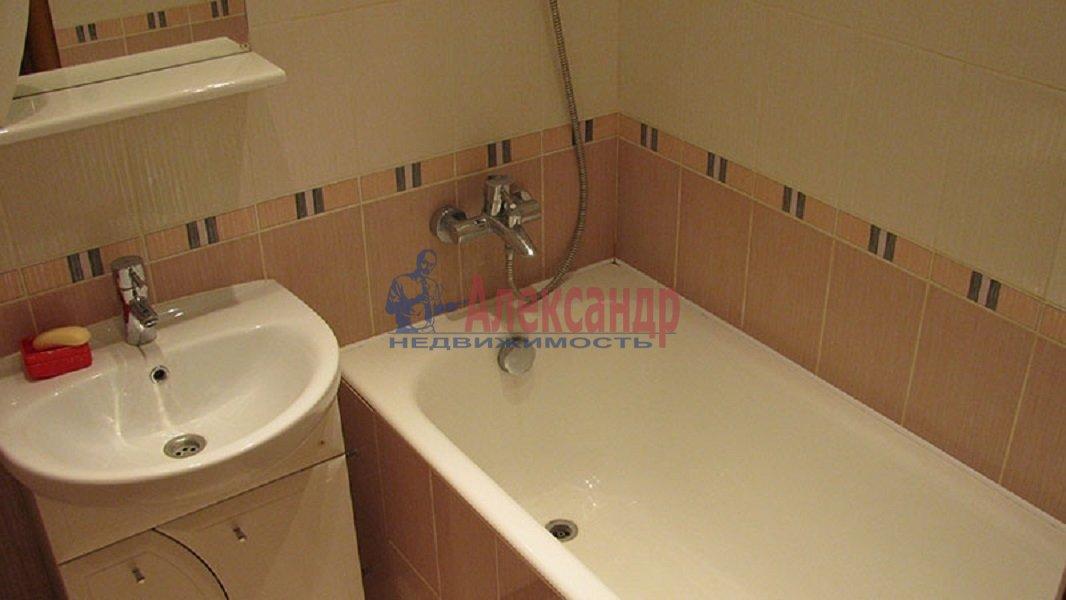 1-комнатная квартира (45м2) в аренду по адресу Кондратьевский пр., 64— фото 3 из 4