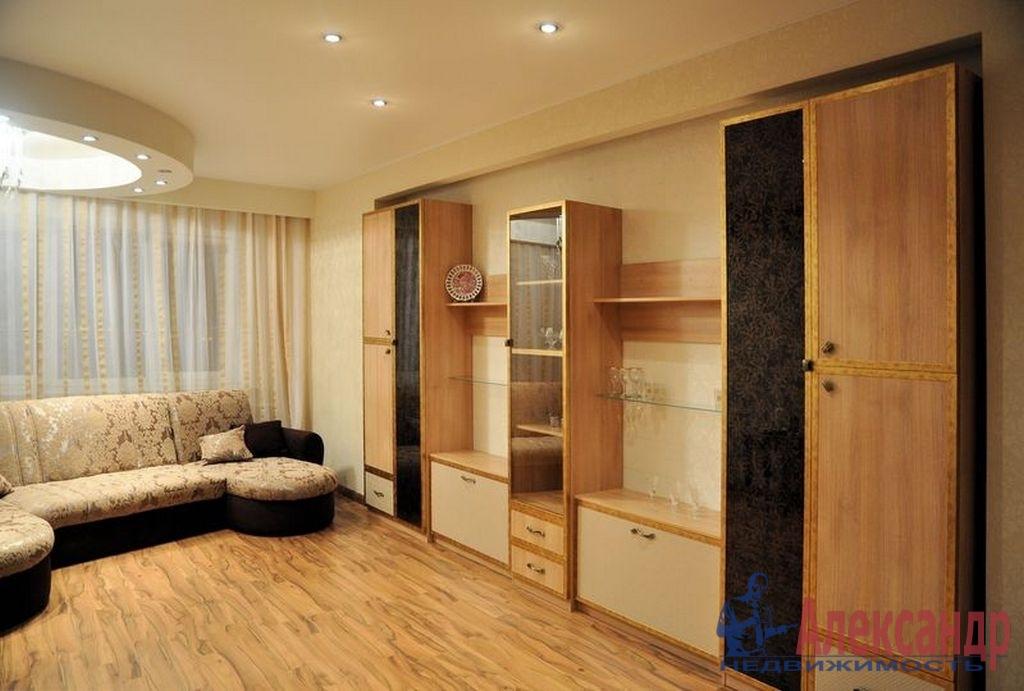 1-комнатная квартира (43м2) в аренду по адресу Пулковская ул., 10— фото 1 из 3