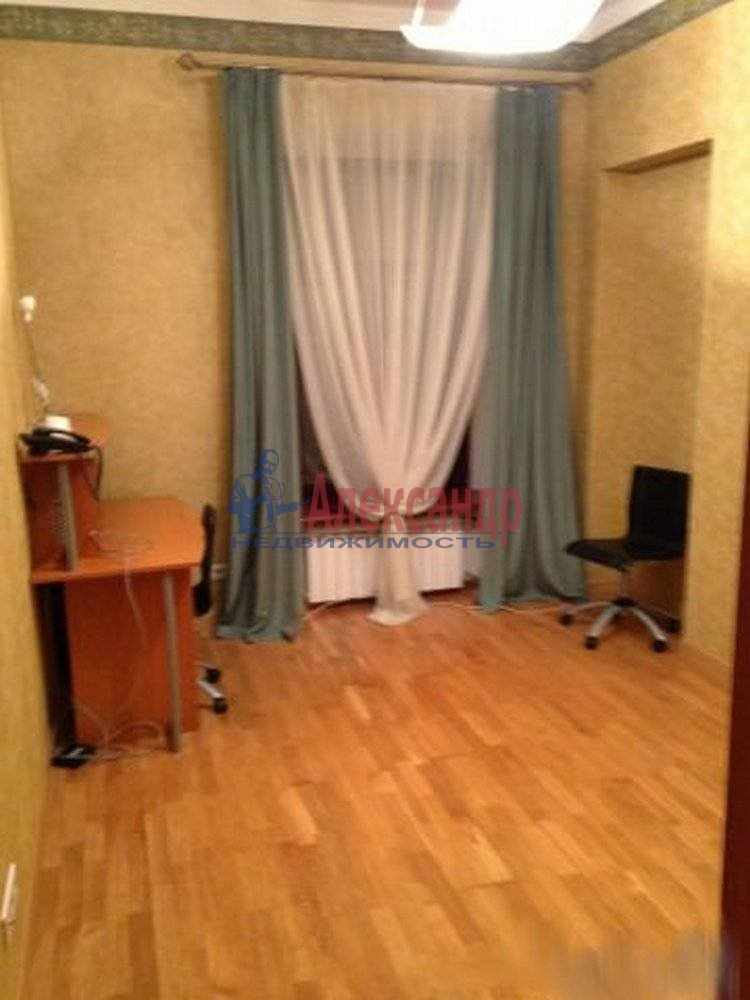 3-комнатная квартира (125м2) в аренду по адресу Радищева ул., 17— фото 8 из 9