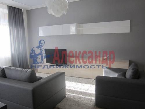 2-комнатная квартира (80м2) в аренду по адресу Исполкомская ул., 12— фото 2 из 13