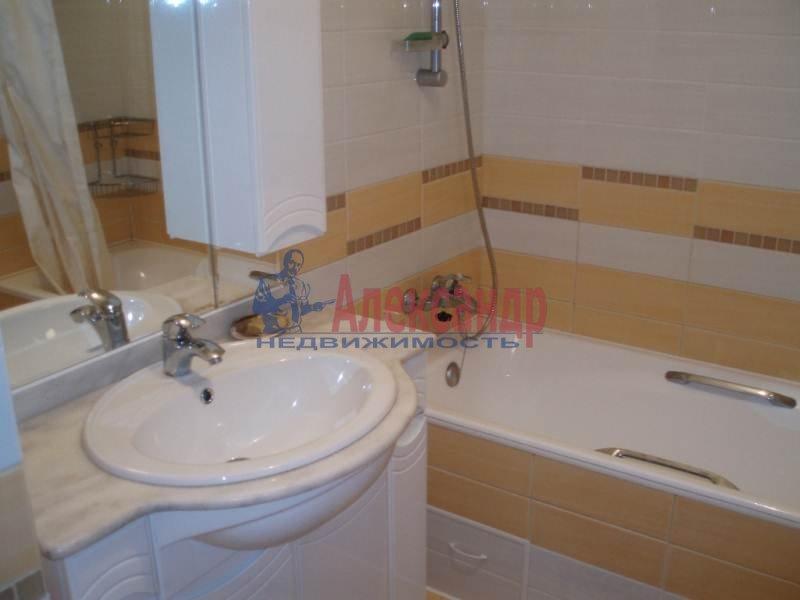1-комнатная квартира (43м2) в аренду по адресу Большеохтинский пр., 9— фото 4 из 11
