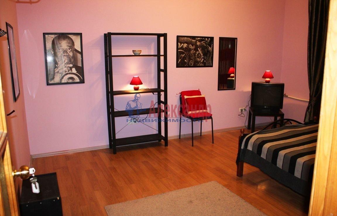 Комната в 2-комнатной квартире (60м2) в аренду по адресу Канала Грибоедова наб., 9— фото 1 из 3