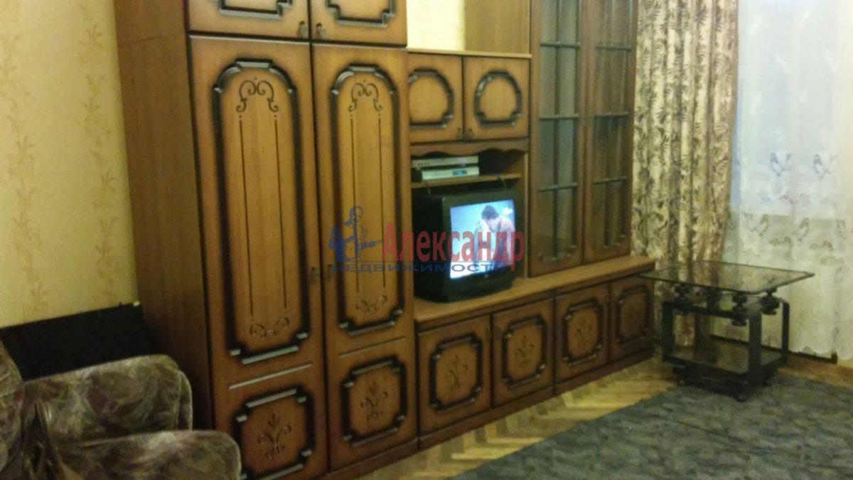 Комната в 3-комнатной квартире (65м2) в аренду по адресу Гранитная ул., 8— фото 1 из 7