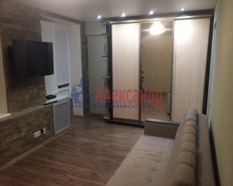 1-комнатная квартира (40м2) в аренду по адресу Малая Бухарестская ул., 10— фото 1 из 2