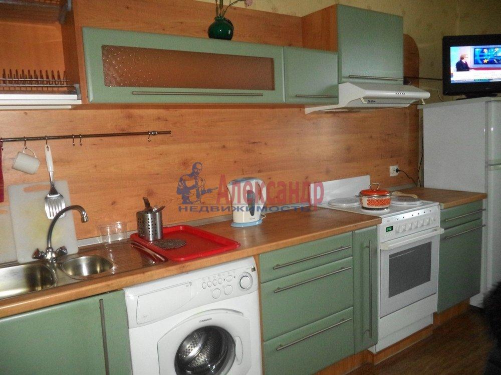 3-комнатная квартира (85м2) в аренду по адресу Богатырский пр., 53— фото 3 из 6