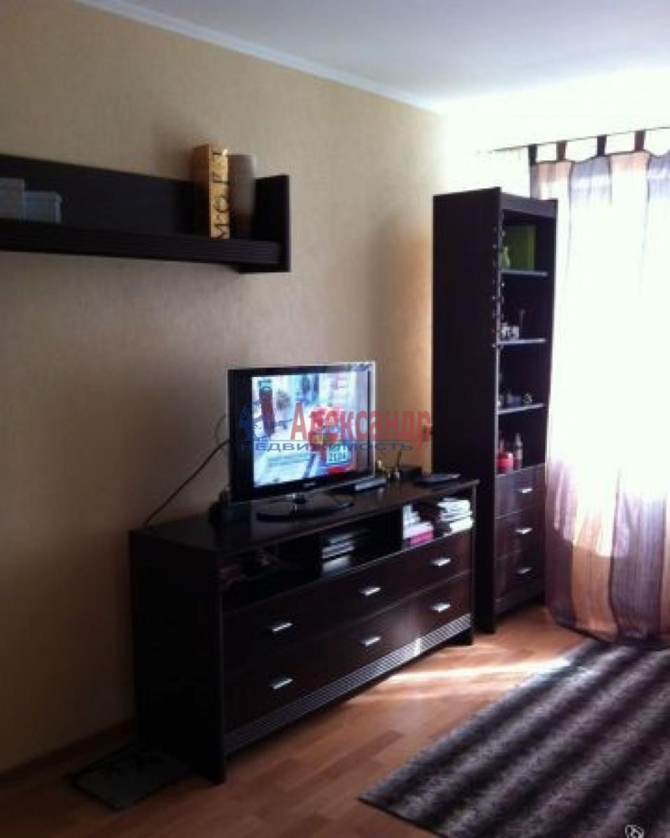 1-комнатная квартира (34м2) в аренду по адресу Лени Голикова ул., 62— фото 2 из 5