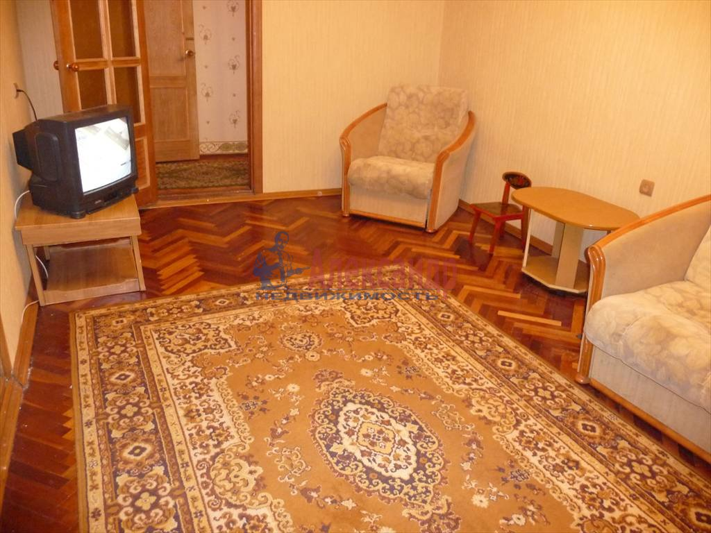 3-комнатная квартира (68м2) в аренду по адресу Невский пр., 103— фото 3 из 5