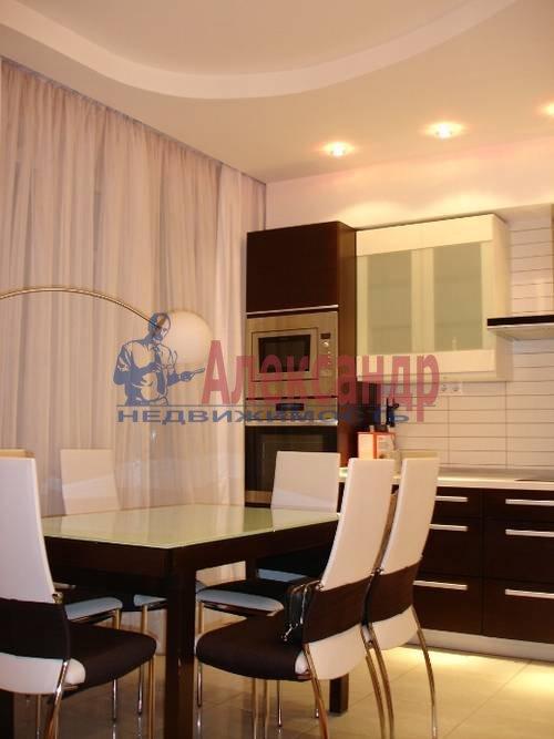 2-комнатная квартира (80м2) в аренду по адресу Кременчугская ул., 11— фото 1 из 9