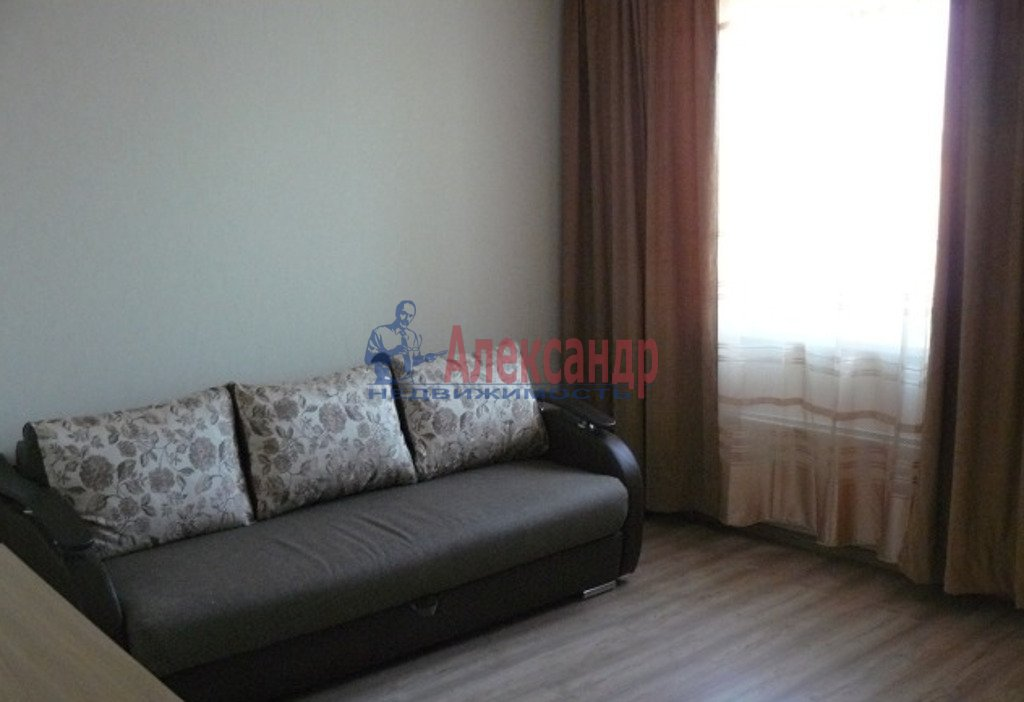 3-комнатная квартира (65м2) в аренду по адресу Декабристов ул., 9— фото 1 из 4