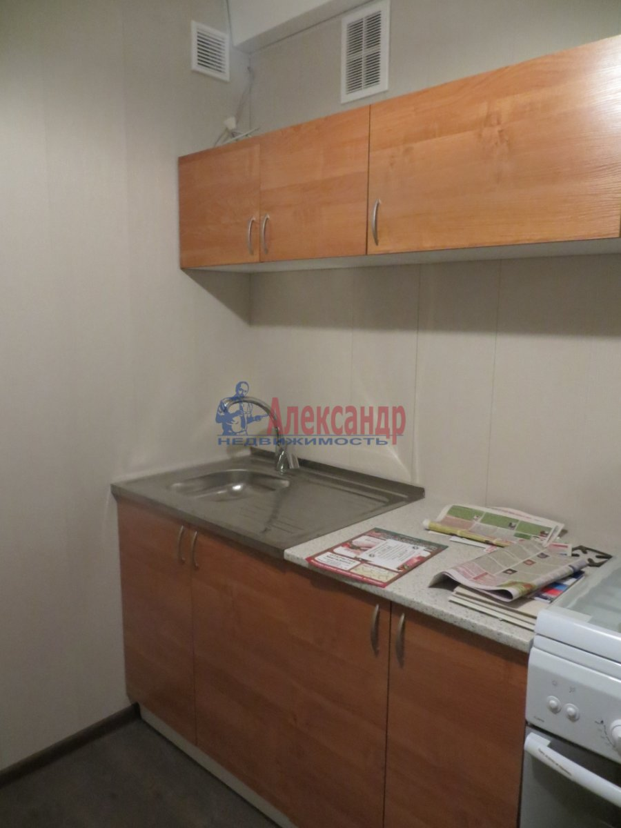 1-комнатная квартира (38м2) в аренду по адресу Омская ул., 24— фото 1 из 7
