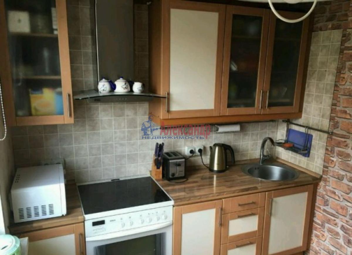 1-комнатная квартира (40м2) в аренду по адресу Танкиста Хрустицкого ул., 9— фото 2 из 4