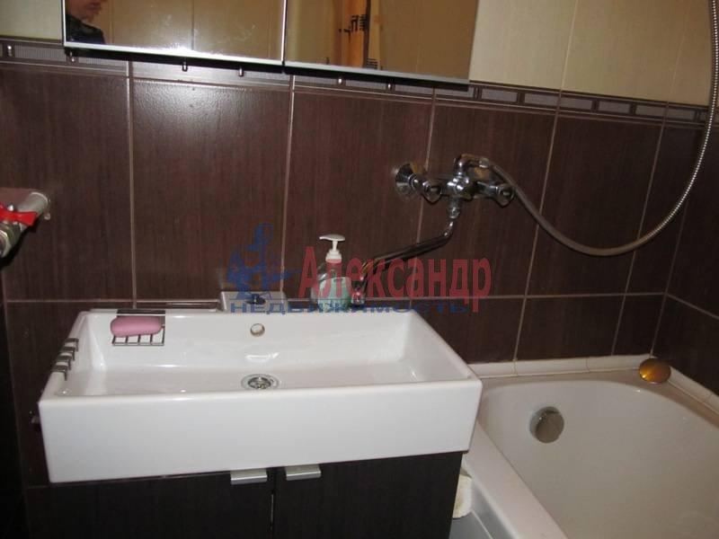 1-комнатная квартира (40м2) в аренду по адресу Маршала Блюхера пр., 21— фото 8 из 13