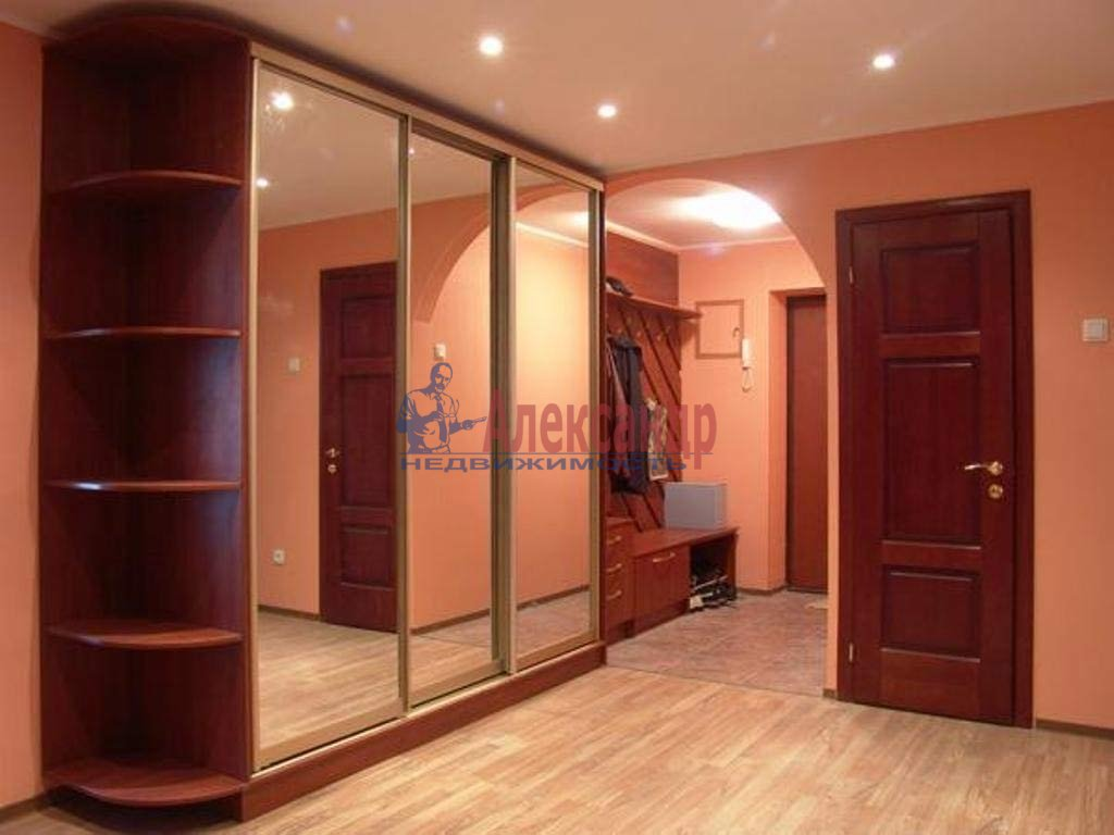 1-комнатная квартира (47м2) в аренду по адресу Мира ул., 10— фото 1 из 3