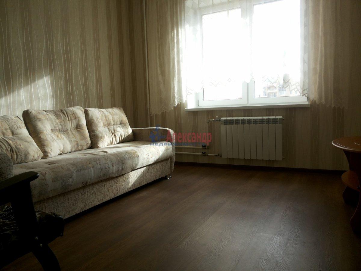Комната в 2-комнатной квартире (63м2) в аренду по адресу Новосмоленская наб., 1— фото 1 из 8