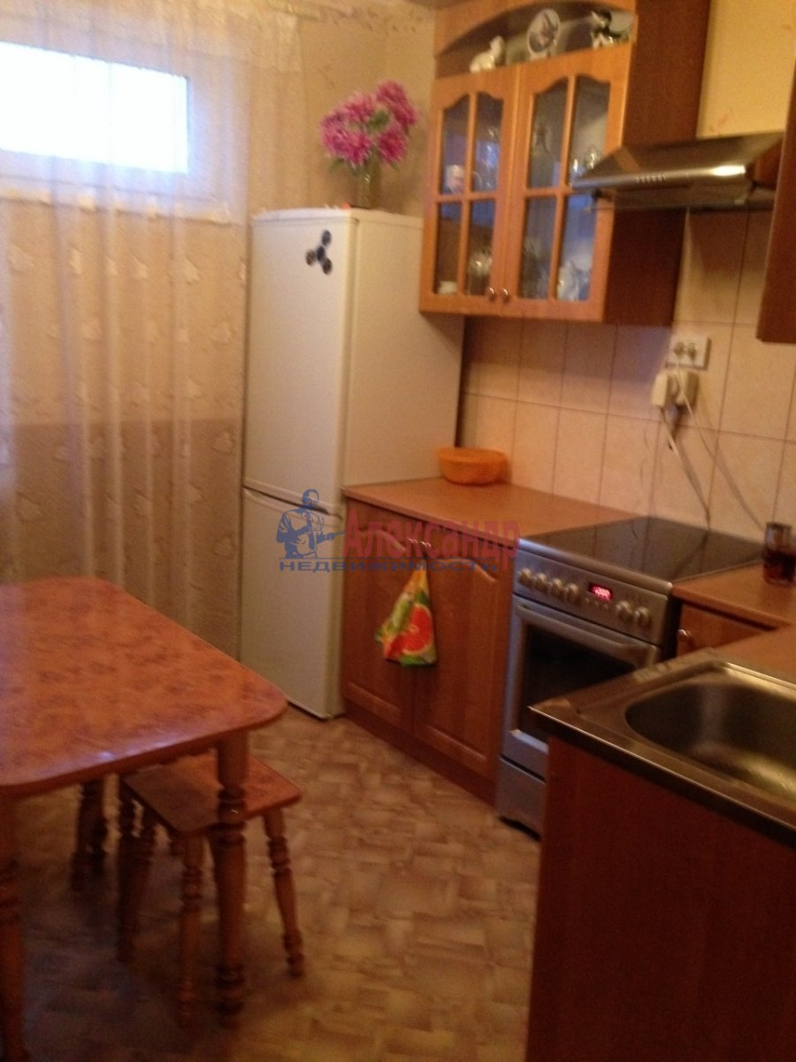 2-комнатная квартира (52м2) в аренду по адресу Кораблестроителей ул., 44— фото 1 из 4